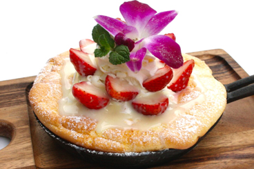 練乳いちごのラブリーパンケーキ
