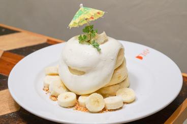 ココナッツカスタードとバナナコンフィチュールのパンケーキ
